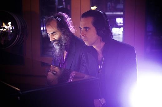 Уоррен Эллис - мультиинструменталист и участник группы Nick Cave & The Bad Seeds рассказал о современной музыке, российском кино и первых инструментах в коллекции